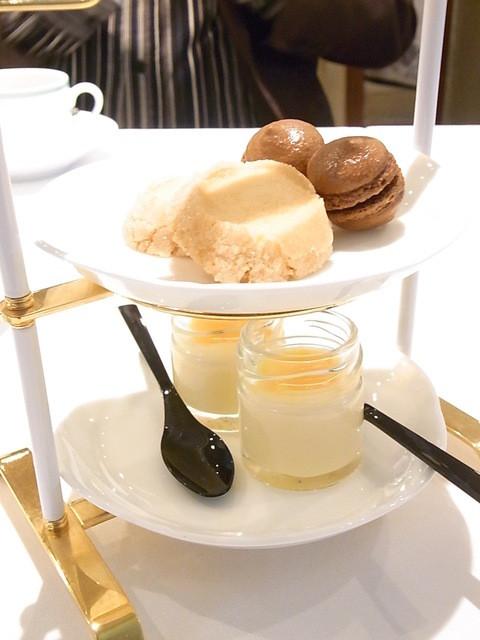 ジャマン - お茶菓子 チョコマカロン・サブレ・プリン 2段重ねが嬉しい☆♪