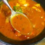 lavi - 濃厚でスパイシー&エビのコクがあるスープ