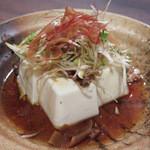 粋鮮 - 「サバディン奴」は、豆腐に燻製途上の鯖を オリーブオイルに漬け込んだものをチョコットのせ。 サラッとした甘さのたれをかけたもの。¥480