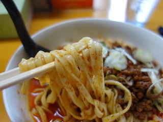 皆川食肉店 - ラー油から麺を引き出してみました(麺食組合製の極太麺)