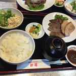 34277287 - 2015年1月。ミックス焼肉定食1000円。