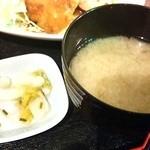 ちゃい九炉 - 漬物・味噌汁