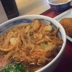 鶴丸製麺 - ぶっかけうどんに、かきあげトッピング コロッケ付