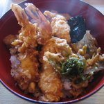 松屋商店 - 揚げたての天丼は海老2尾、穴子、茄子、ふきのとう、玉葱のかき揚げ