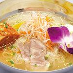 ル・ドラゴン ブルー - 韓国冷麺(1,200円)。〆はやっぱりコレですね。