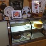 ダヤンカフェ - 宮ヶ瀬ポタの帰り、津久井湖の辺りから相模湖の方へ抜ける道にダヤンカフェ=3=3=3 ケーキのお店でした(*^.^*)