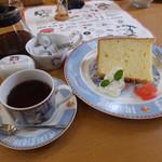 ダヤンカフェ - ダヤン型ココットのプリン(300円)とシフォンケーキ(プレーン/400円)にドリンクセット(コーヒーor紅茶/+200円)のコーヒーを♪ プリンやシフォンケーキも美味しい(*^.^*)