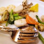 CHINA BISTRO imose - 海老と帆立、あわびの炒め(ハーフ)