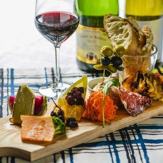 ゴントランシェリエのパン、前菜、ワインのマリアージュセット