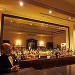 ピルグリム・ナインティーンス・クラブ - ホテルマンならではの笑顔と所作