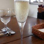 ビストロ 安藤 - グラスシャンパン
