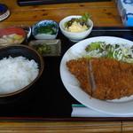 理尾レストラン - 三元豚とんかつ定食  900円