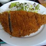 理尾レストラン - 迫力のトンカツ