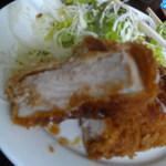 理尾レストラン - 肉の厚み約10センチ