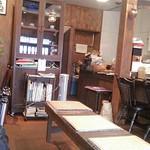 まほろば珈琲店 - まん中にある長椅子が理解出来ません♪
