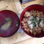 かき小屋 - 牡蠣汁と牡蠣ごはん
