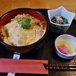 おおわ田 - かつ丼(小鉢・お新香付)780円
