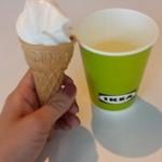 イケア ビストロ - ¥50のソフトクリーム(食べかけ)と¥70のドリンクバー