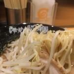 34306453 - 麺はストレ-ト細麺