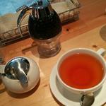 34308714 - パンケーキよりずっと先に出てくるドリンク類 紅茶はミルクかレモンか選べます