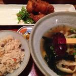 六々々屋 - 若鶏のピリカラうまだれ定食     800円('15.01)