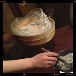 岡崎にこにこ餃子 - 付きだしのジャコは、ストップ言うまで盛ってくれます(≧∇≦)