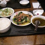 34311643 - ほうれん草と牛肉炒め ランチ