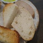 34311780 - 僕のお気に入りのパン盛合せ:てつぱん シナモンとラ・フランスと共に、食パンのトースト、(北海道産はるゆたか100%の)あかちゃんぱん、ライ麦のカンパーニュをオリーブオイルと塩で、焼菓子 パン・デピス4