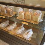 Vieill - 小さな店はパン屋兼カフェ兼ギャラリー3