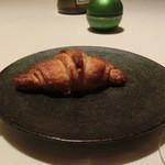 レストラン ラ フィネス - トリュフを練り込んだクロワッサン