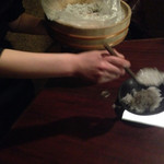 岡崎にこにこ餃子 - 付け出しはジャコ