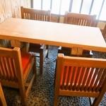 寿し寅 - テーブル席