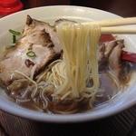 さん源醤 長田店 - 生醤油らーめん(630円)麺リフト