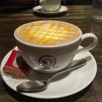 港屋珈琲 - オレンジラテ。ほんのりフレーバー。ここのお店は雰囲気が好きにゃん。