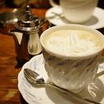 珈琲屋ROW - ウインナーコーヒー (¥760)
