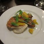 34318389 - 白身魚のローストと野菜のエチュベ バジル風味の乳化ソース