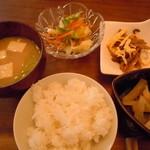風泉 - 副菜3品とごはん、お味噌汁♪