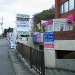 カフェ バード ケージ - 写真の右上にあるのが、お店の出入り口です。(2015.01)