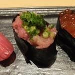 寿司ダイニング やまざき - 寿司(中トロ、ネギトロ、いくら)