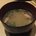 寿司ダイニング やまざき - 本日のお椀(エビの頭入り味噌汁)