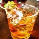 カフェ サンティ - ククリラム(グラス) 420円。たっぷり入って甘くてうまし、ネバールのお酒。