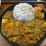 KUKURU - スジコンニャクと蒸し野菜のカレー