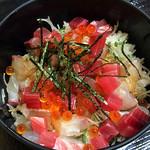 名もなき魚屋 - 500円海鮮丼ランチ
