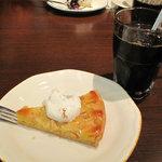 イタリア料理 カプリチョーザ 博多デイトス店 - アタシは、アイスコーヒーとりんごのタルトを頂きました。