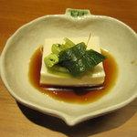 やまと 楽 - お通し 胡麻豆腐