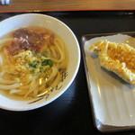 うどんや どんな - 料理写真:かけうどん(あつあつ)200円。 鶏天 100円。