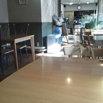 今出川珈琲館 - 入口から見て、横長な店内です♪
