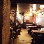酒処のんべえ - テーブル側。反対側が広い座敷