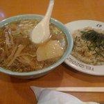 伊豆屋食堂 - 料理写真:ラーメン半チャーハン (850円)