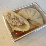 中華菜館 出島亭 - 小籠包 餡アップ